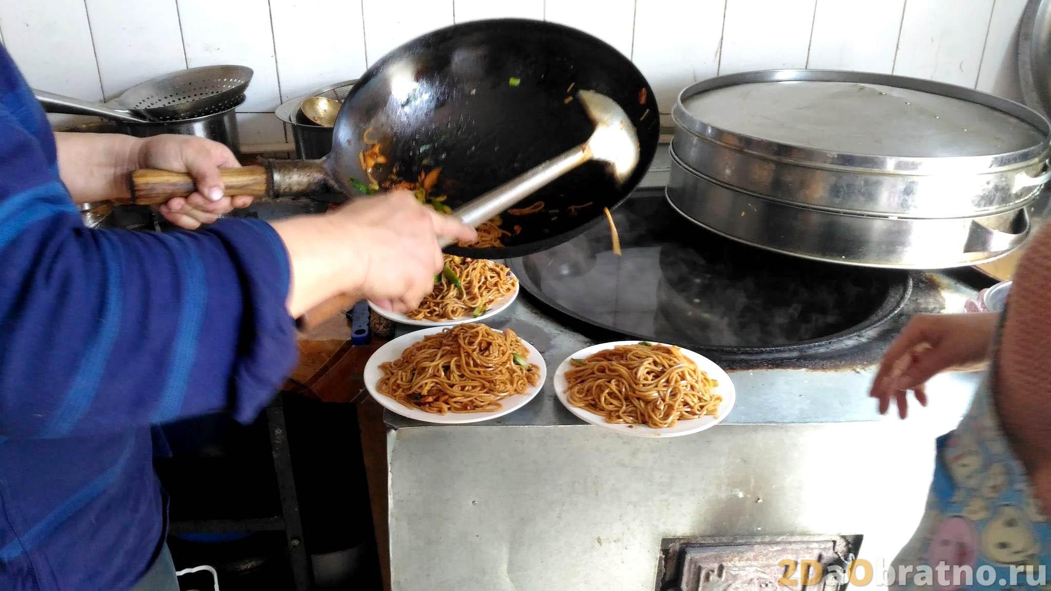 Где едят простые китайские рабочие